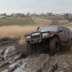 Ford Explorer 1 в грязи